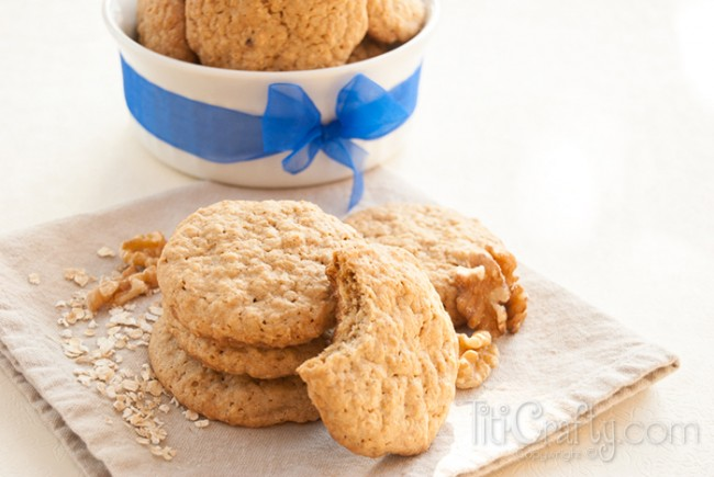 Crunchy-Walnuts-Oatmeal-Cookies-Recipe-650x435