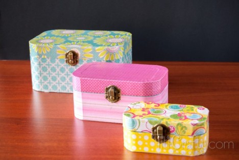 Cute-and-Simple-Mod-Podge-Wooden-Jewelry-Box-Tutorial-650x435